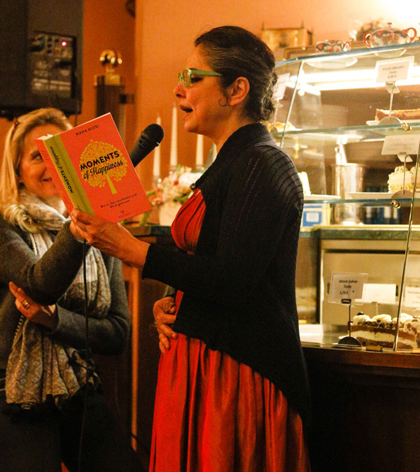 Moments of Happiness reading with Maha Alusi at Kaffeehaus Riquet in Leipzig
